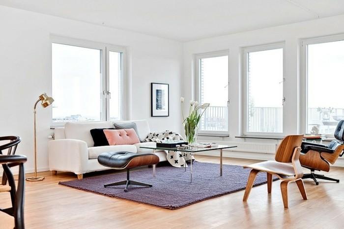 maison feng shui, grandes fenêtres, lumière naturelle, meuble en bois, tapis foncé