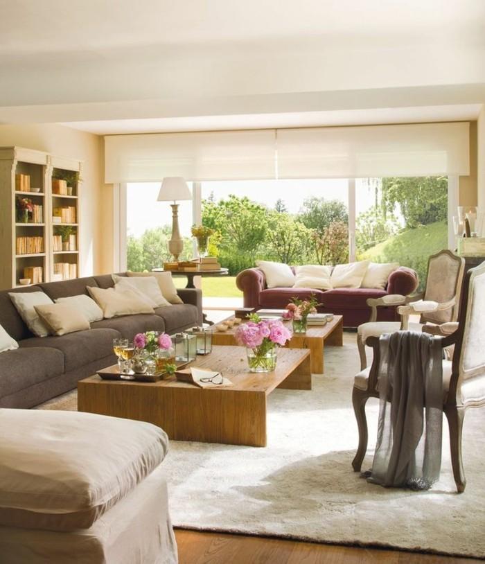 decoration zen, parquet en bois, plafond blanc, bibliothèque, canapé gris, vue sur la nature