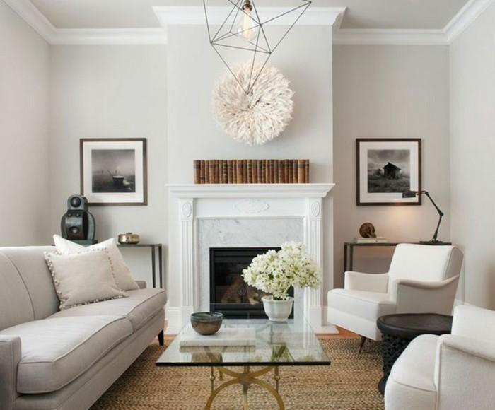 aménager son salon, tapis beige, murs blancs, canapé pastel, manteau de cheminée blanc