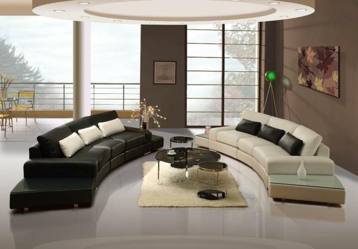aménager son salon, sol blanc, plafond suspendu, murs foncé, canapé noir