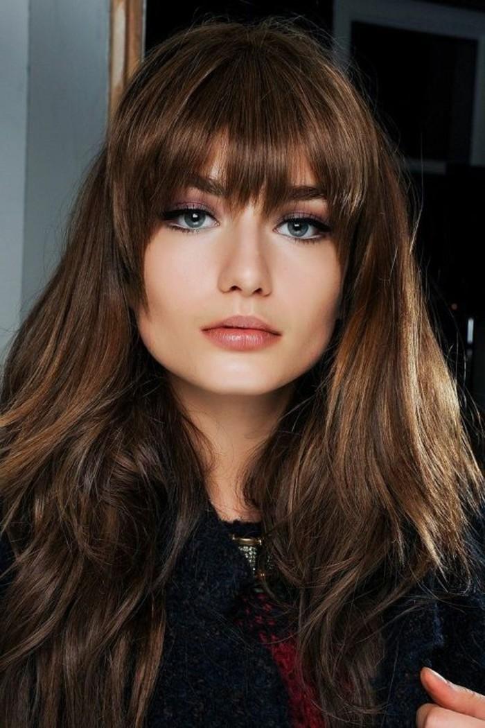 frange déstructurée, coiffure femme cheveux chatains
