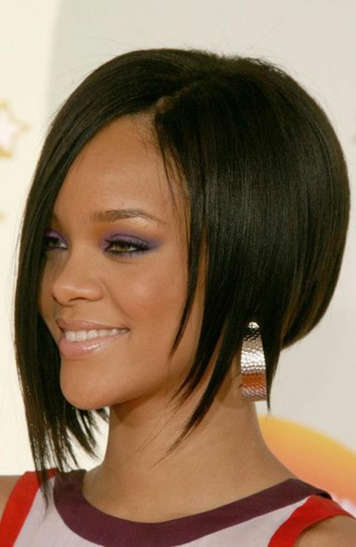 frange déstructurée, Rihanna avec une frange longue asymétrique