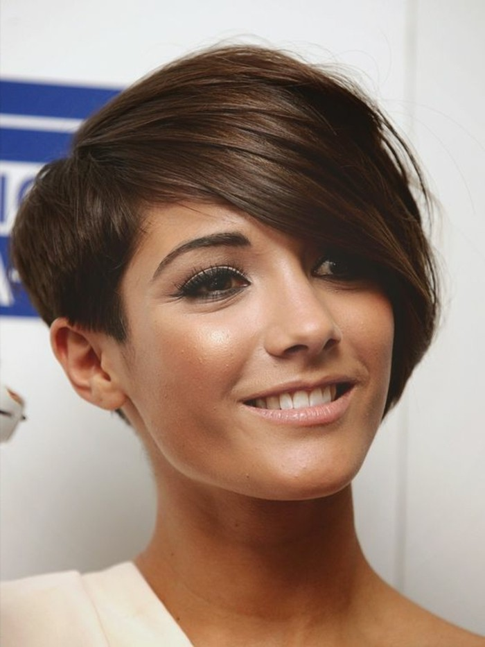 1001 coiffures avec frange asym trique Coupe moderne femme