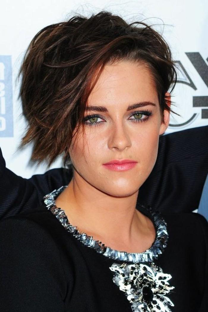 frange sur le côté, coiffure asymétrique de Kristen Stewart