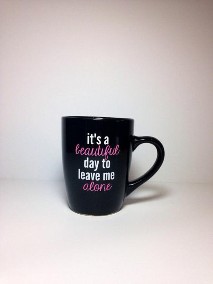 gobelet personnalisable, tasse à café noire avec un script original