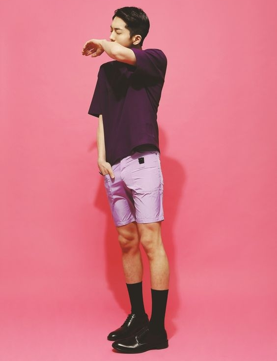 porter chaussette noire remontée avec short hipster