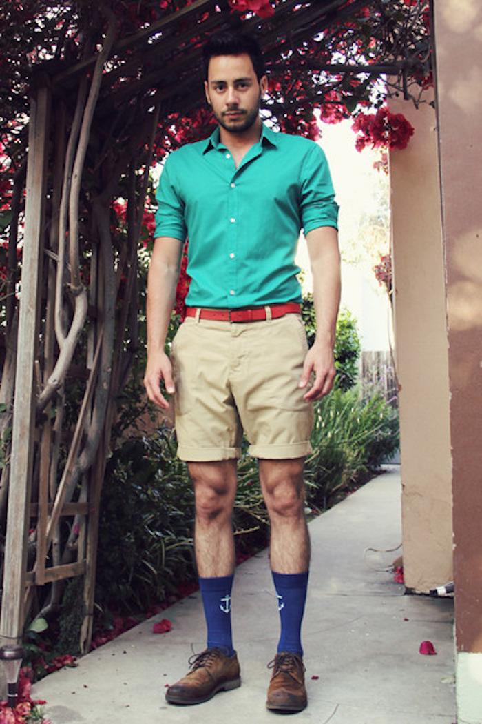 style hipster classique avec chaussettes bleues