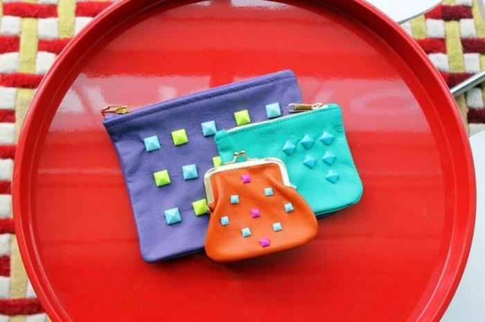 idée-comment-customiser-une-pochette-des-porte-monnaies-élégantes-a-jolis-elements-geometriques-décoratifs-exemple-diy-pochette