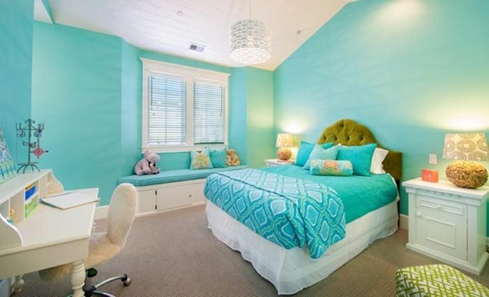 chambre turquoise, bureau blanc, tête de lit kaki, murs turquoise, plafond blanc