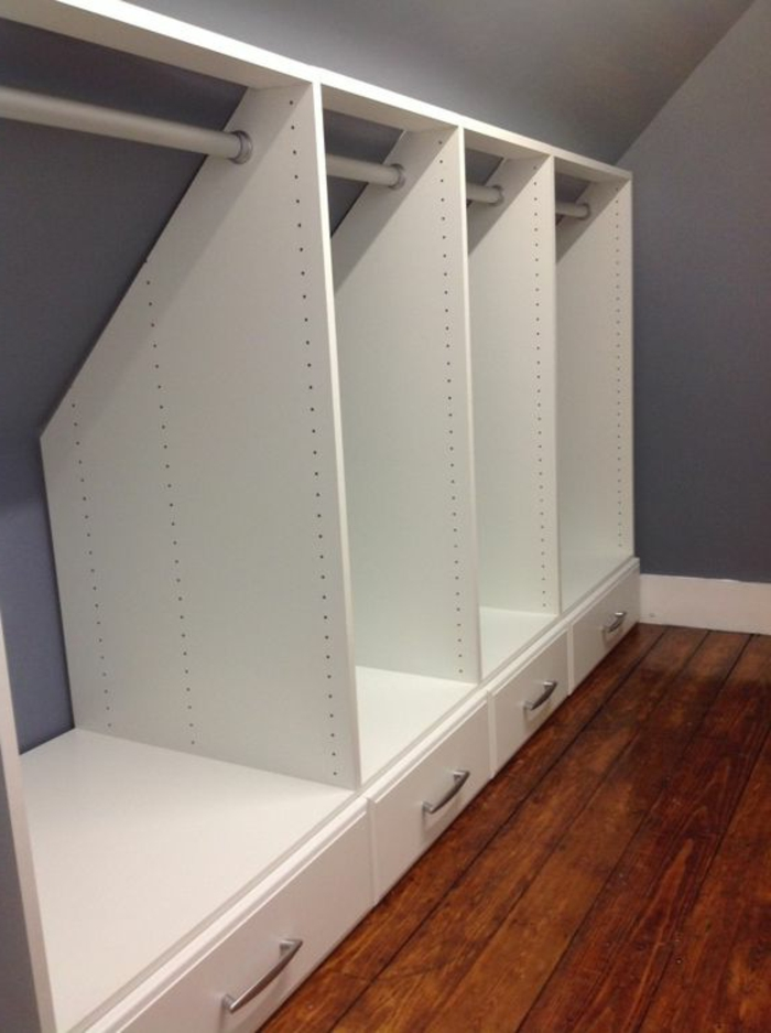 idée de meuble sous comble, armoire ouvert blanc avec des tiroirs, idée de dressing, organisateur vetements