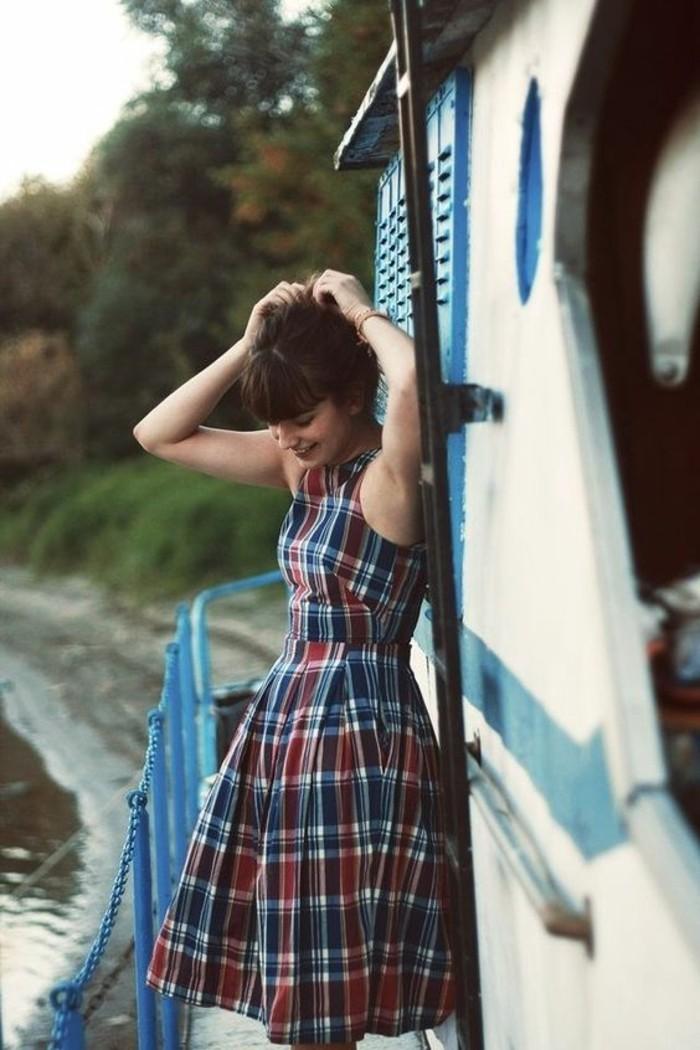idée-vintage-robe-blanche-décontractée-look-chic-femme-carreaux