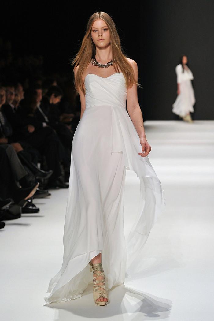 idées-chic-robe-sirene-ou-robe-de-mariée-princesse-bustier-modèle-pret-a-porter