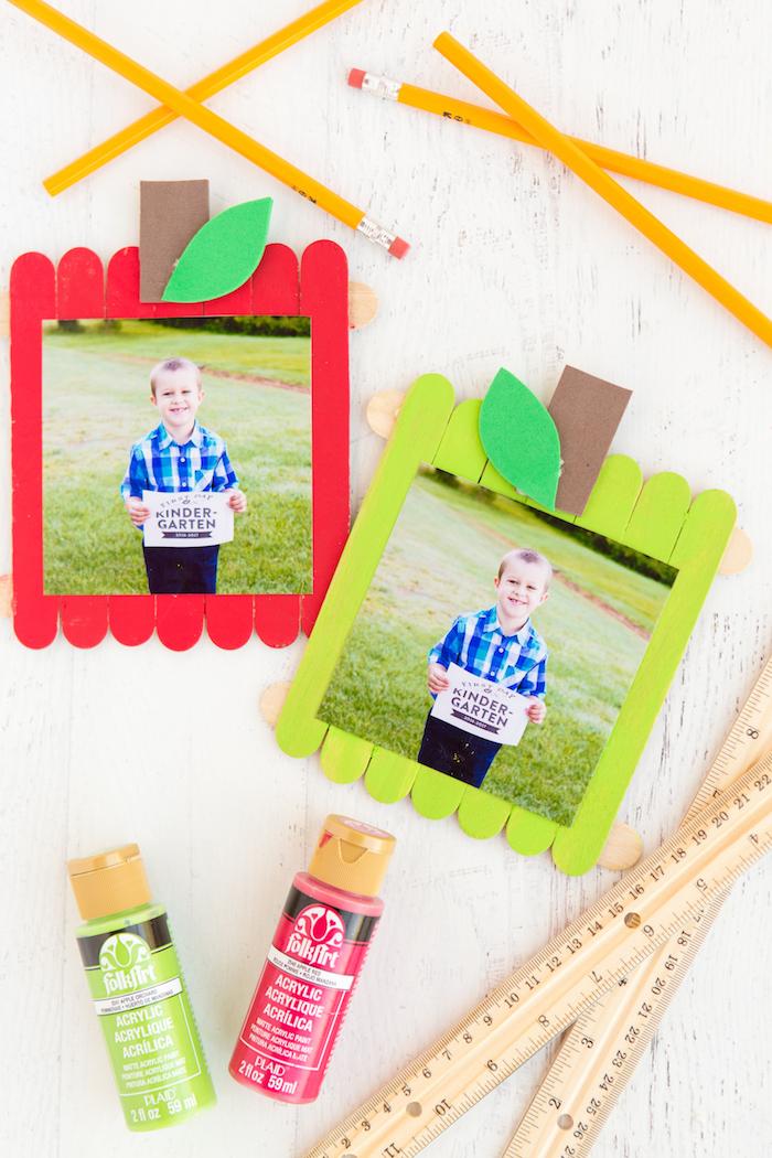 idee cadeau fete des meres a faire soi meme, cadre photo original motif pomme, idee cadeau maitresse a faire soi meme, activité manuelle avec batonnets de glace