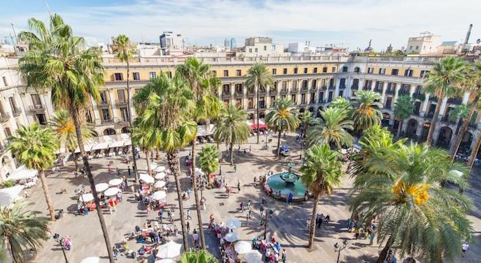 image carte postale plaza real barcelone espagne