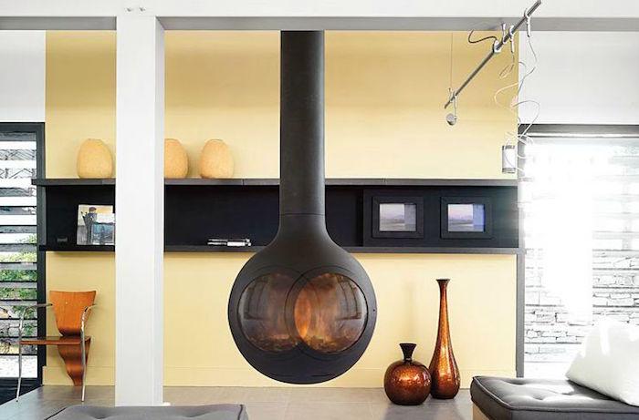 insert à bois foyer cheminée moderne suspendu boule metal noir