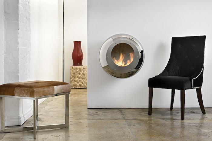 insert de cheminée moderne foyer fermé incrusté mur hublot design
