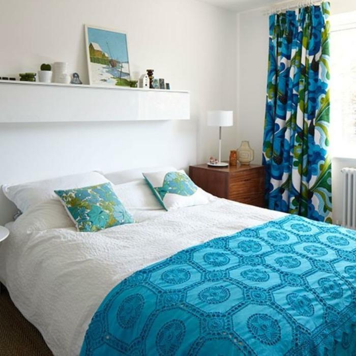 interieur-deco-chambre-adulte-bleu-paon-une-idee-déco-chambre-à-couher
