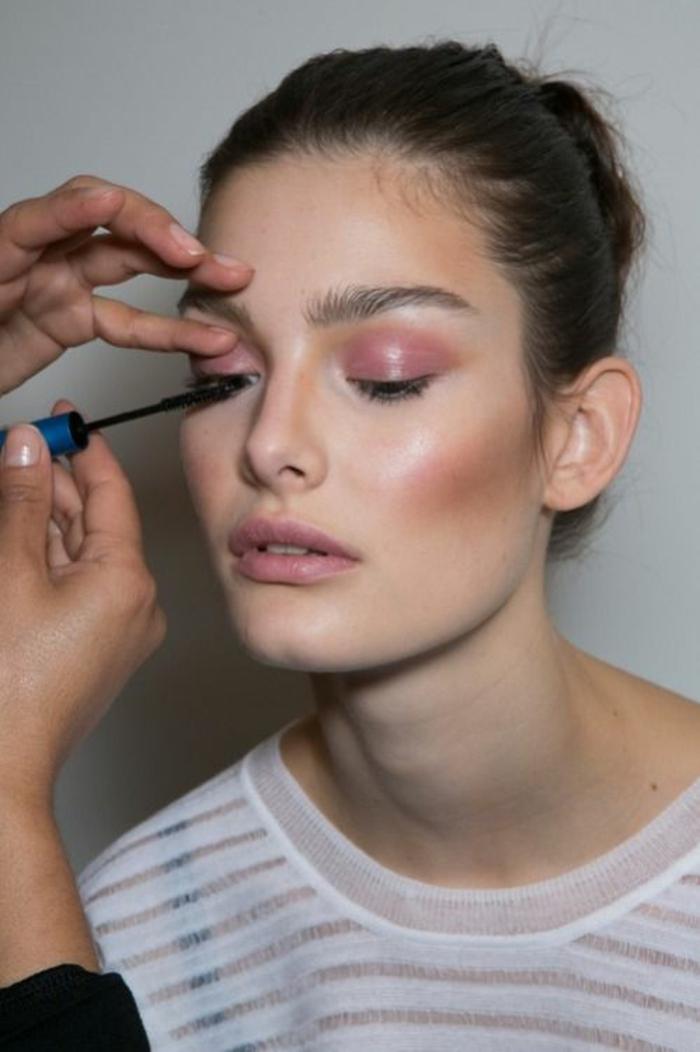 Astuce maquillage comment bien se maquiller belle femme yeux ombres poupilles