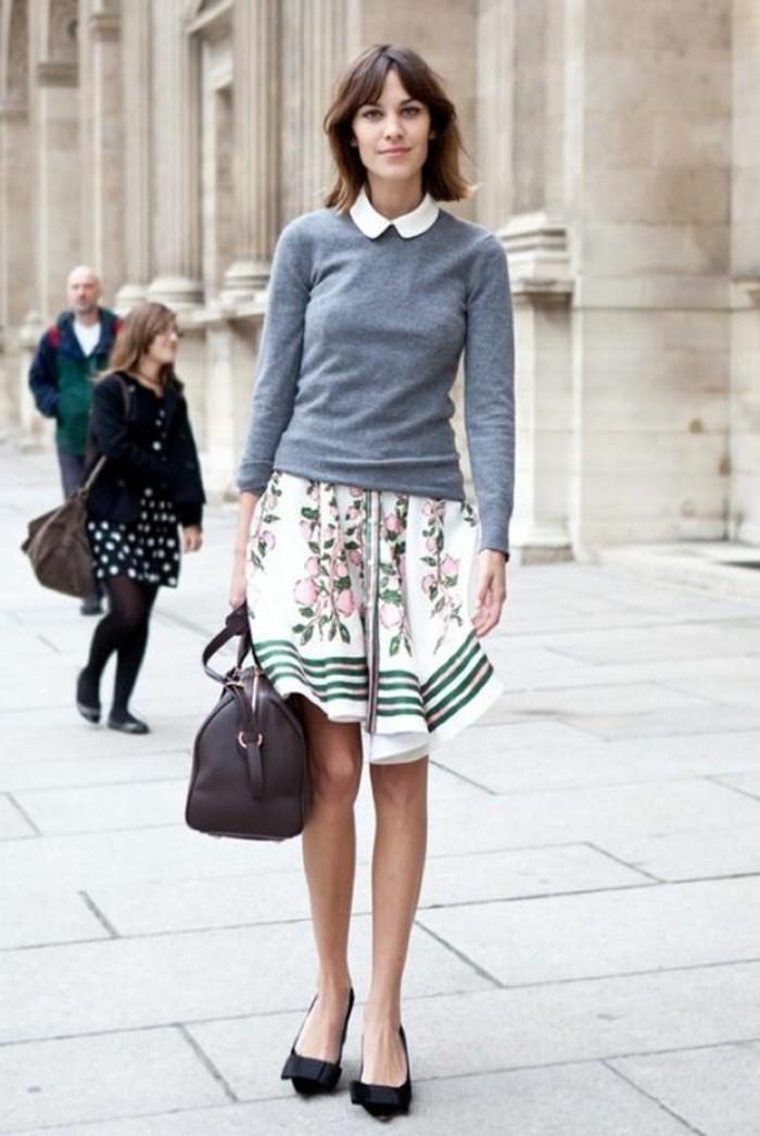 jupe-à-motif-floral-ballerines-à-ruban-chemisette-femme-à-col-claudine
