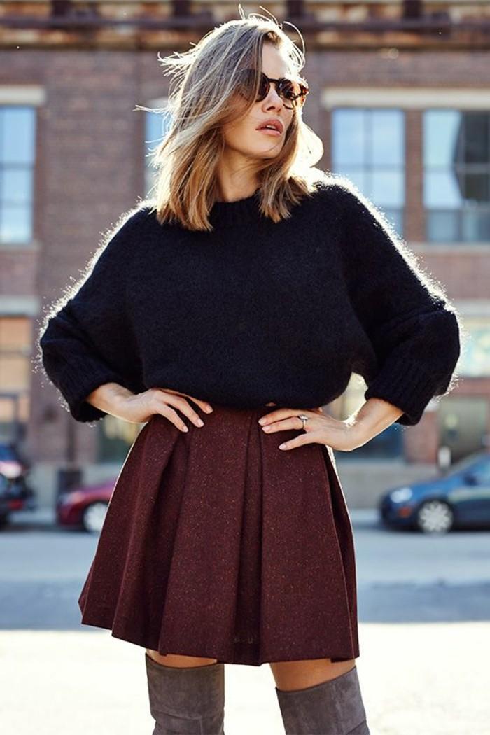 jupe patineuse épaisse associée à un large pull pour une silhouette femme harmonieuse