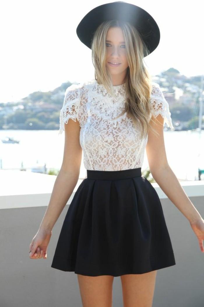 une jupe patineuse noire et top en dentelle, une jupe qui donne du volume à la silhouette femme