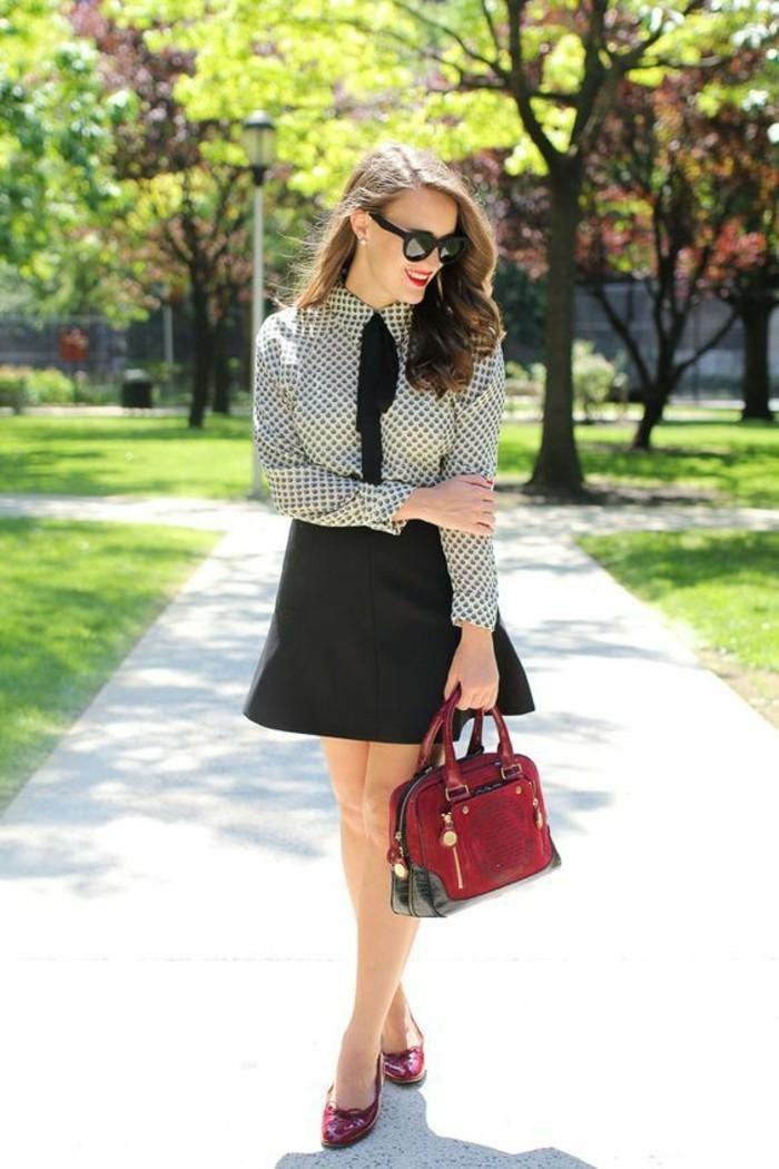 tenue au style preppy, jupe trapèze et chemise à pois col claudine noué