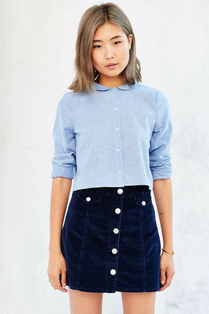 jupe-courte-velours-chemise-bleue-femme-à-col-claudine
