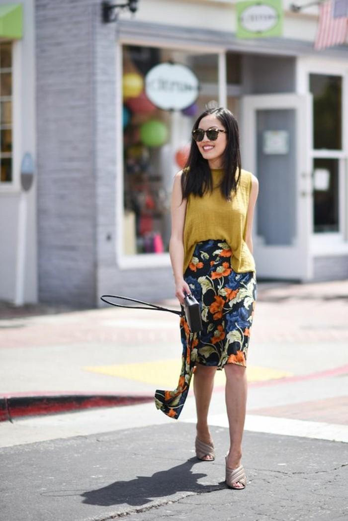 jupe florale parfaite pour une silhouette en sablier harmonieuse, comment s'habiller selon sa morphologie