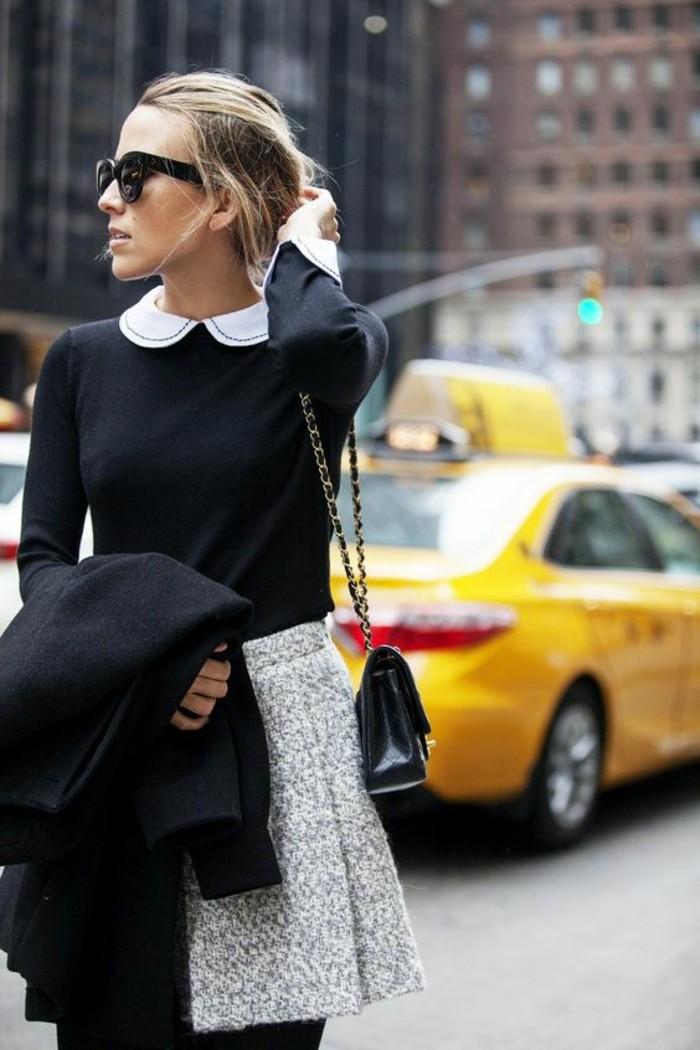 jupe-de-tweed-et-blouse-col-claudine-noire-petit-sac-à-bandoulière
