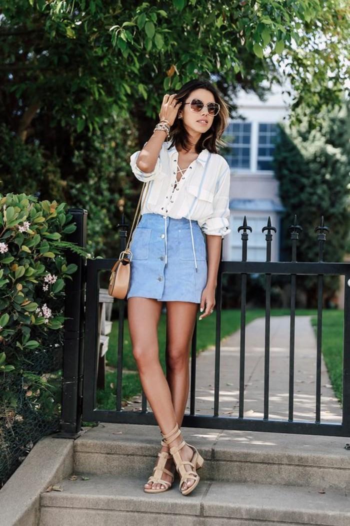 jupe au coupe droite boutonnée devant, tenue vintage, morphologie en h comment s'habiller pour une allure harmonieuse