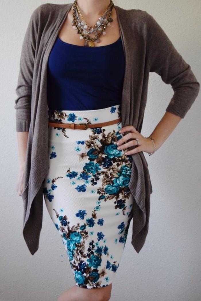 jupes taille haute en bleu et blanc avec ceinture fine en marron