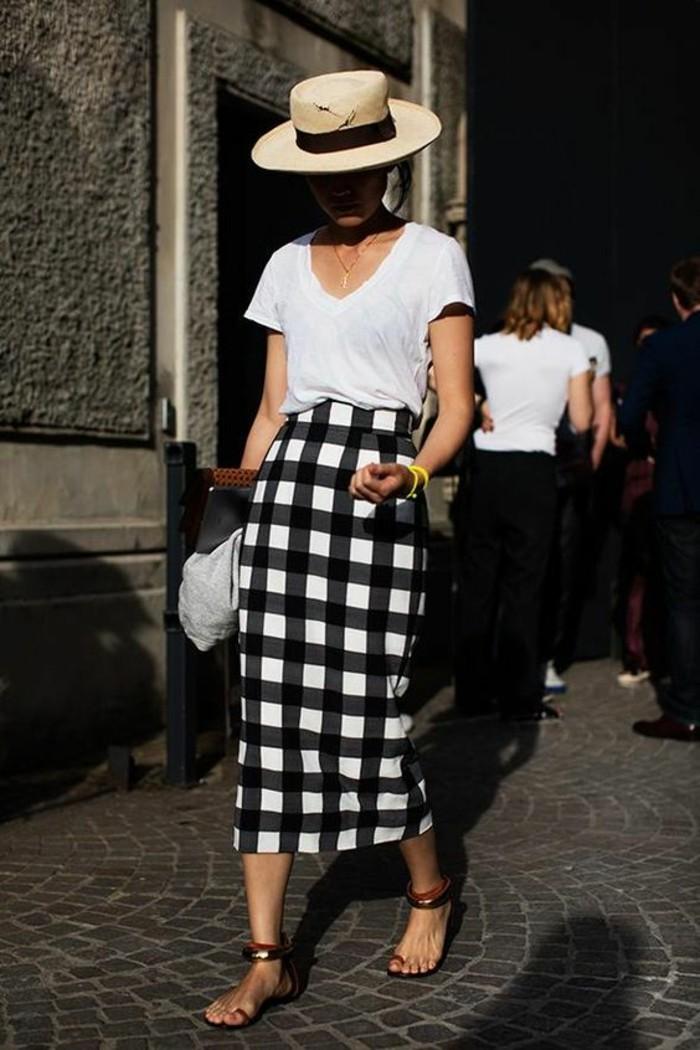 jupes taille haute aux carreaux noirs et blancs