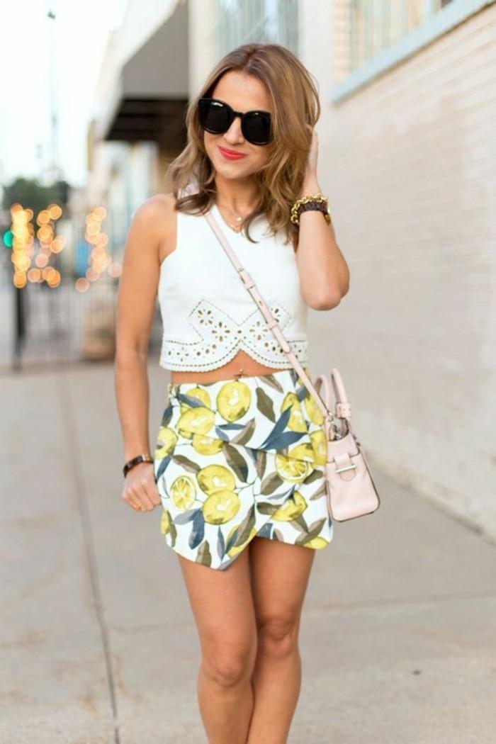 top cropped et jupe portefeuille à motif tropical, quelle jupe pour quelle morphologie