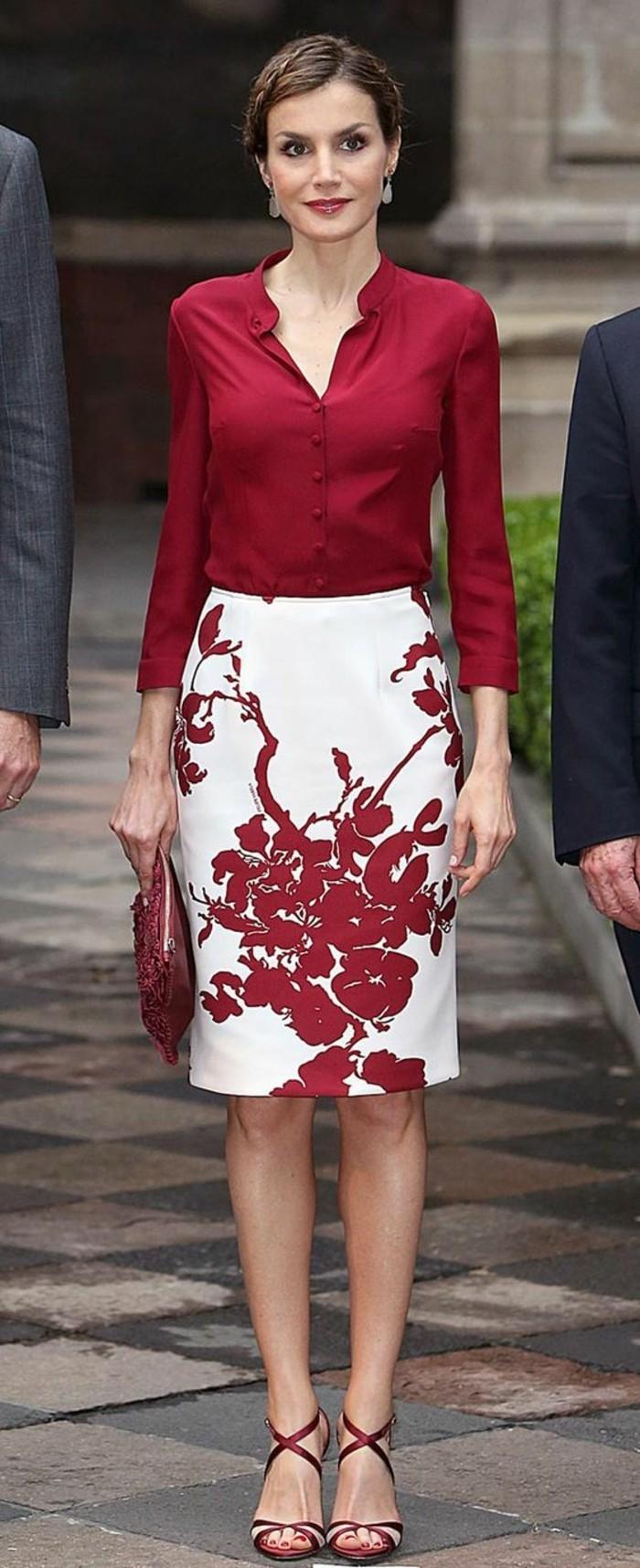 jupe taille haut Dona Leticia en rouge et blanc assortie aux chaussures
