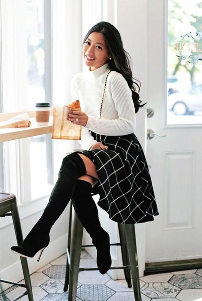 jupe évasée taille haute en blanc et noir avec un pull col roulé blanc