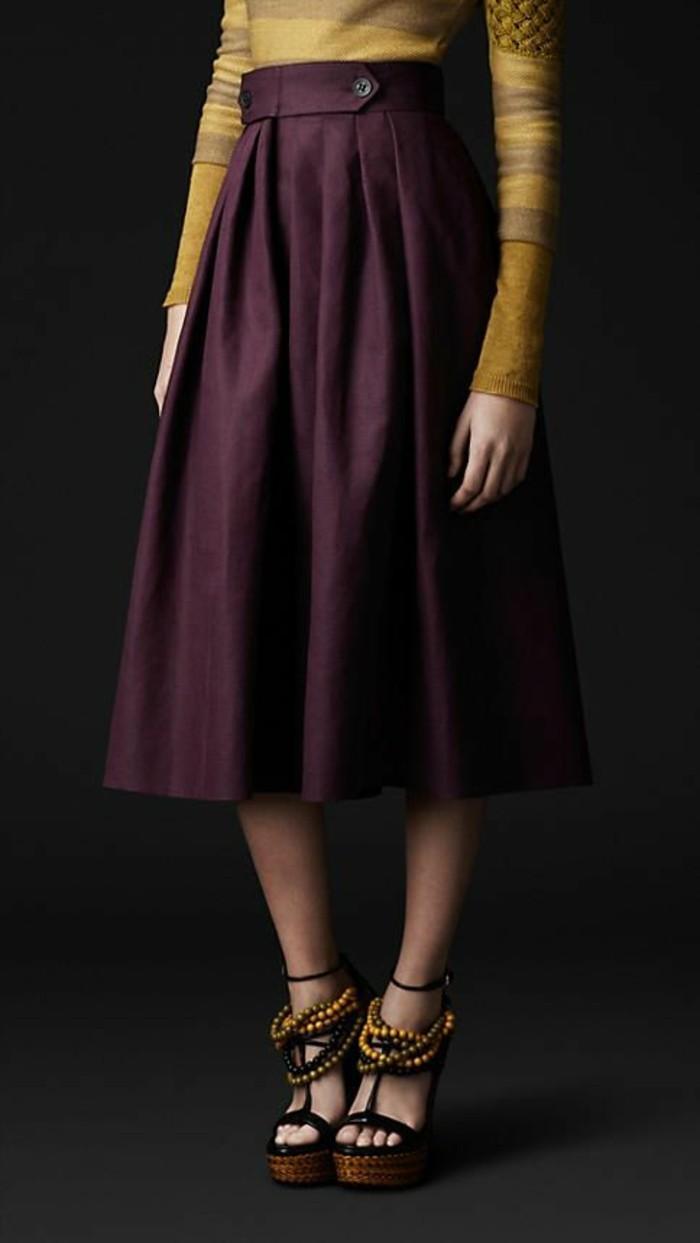 jupes longues taille haute prune rétro avec accents boutons à la ceinture