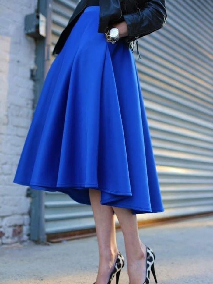 jupe longue taille haute bleu magnifique avec des chaussures motifs léopard