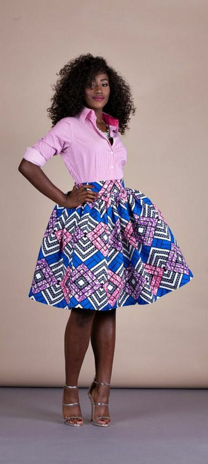 jupe taille haute évasée en bleu et rose aux losanges