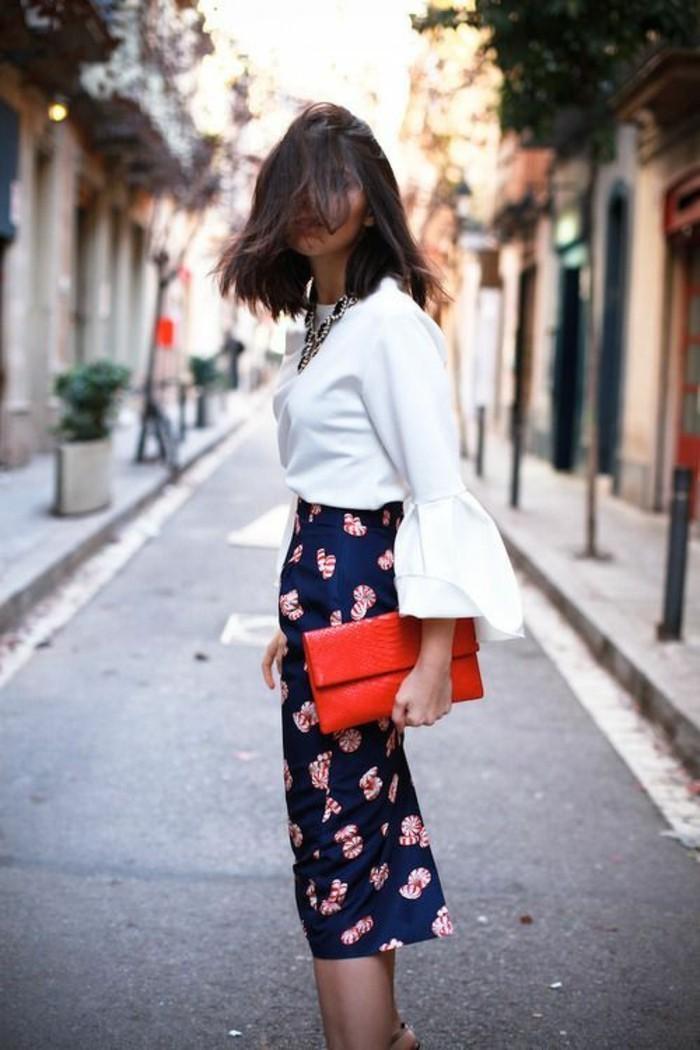 longue jupe taille haute des fleurs sur fond bleu avec fente derrière