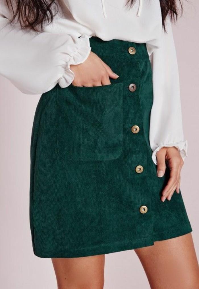 jupe taille haute courte en vert cinq boutons devant sexy