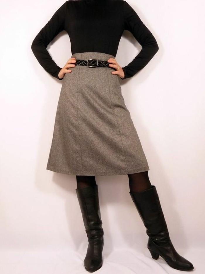 jupe montante coupe classique avec ceinture noire
