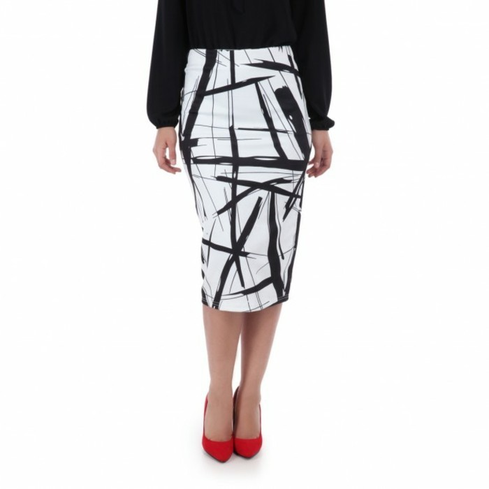 jupe taille haute blanc et noir avec des chaussures rouges pointues