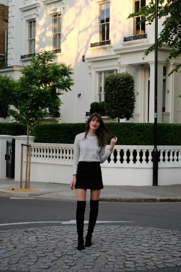la-meilleure-idée-pour-s-habiller-je-m-habille-bien-bottes-hautes-mini-jupe