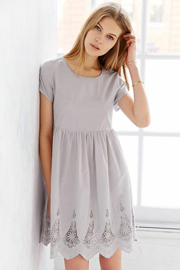 la-tenue-décontractée-chic-look-chic-et-décontracté-femme-belle-gris-robe