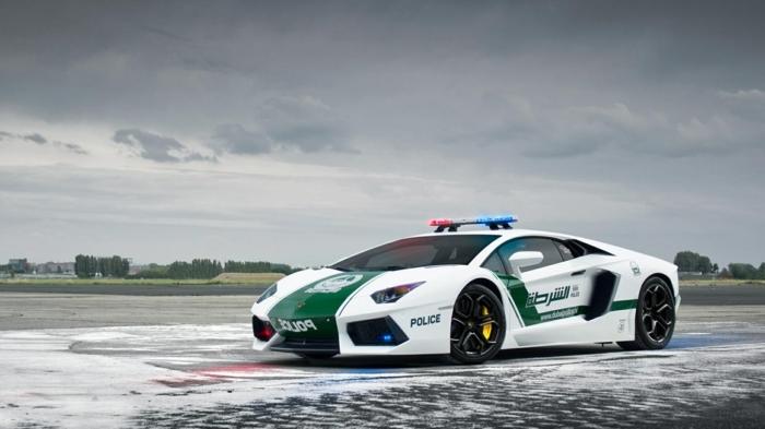 lamborghini-police-avertisseurs-lumineux-voiture-rapide-en-blanc-et-vert