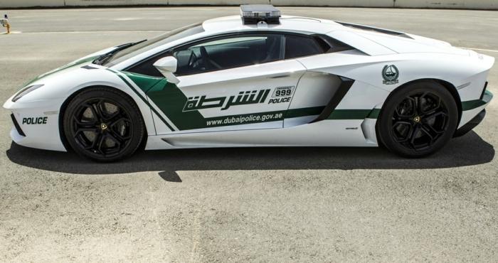 lamborghini-police-en-blanc-et-vert-innovation-route