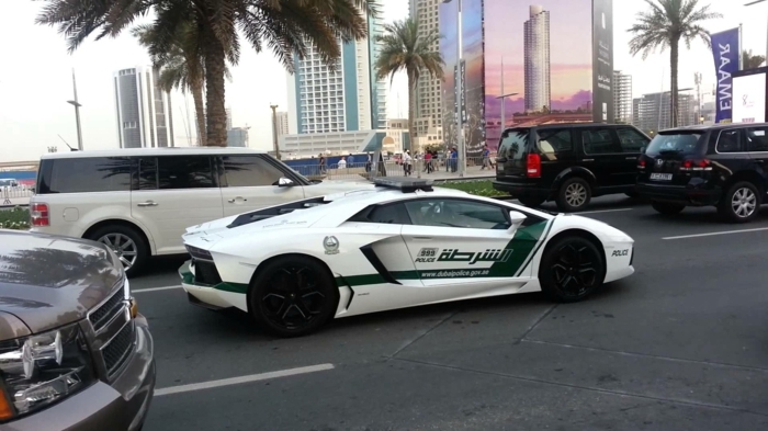 lamborghini-police-palmes-grands-hotels-circulation-route-jeeps