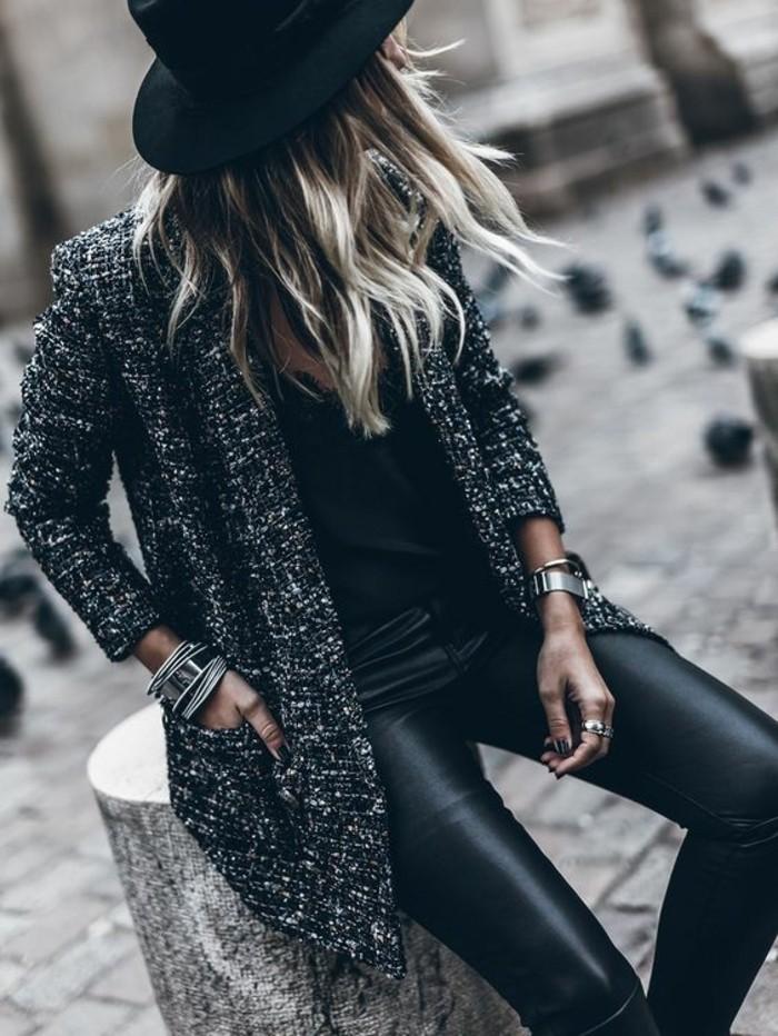 legging-cuir-manteau-de-tweed-chapeau-à-larges-bords