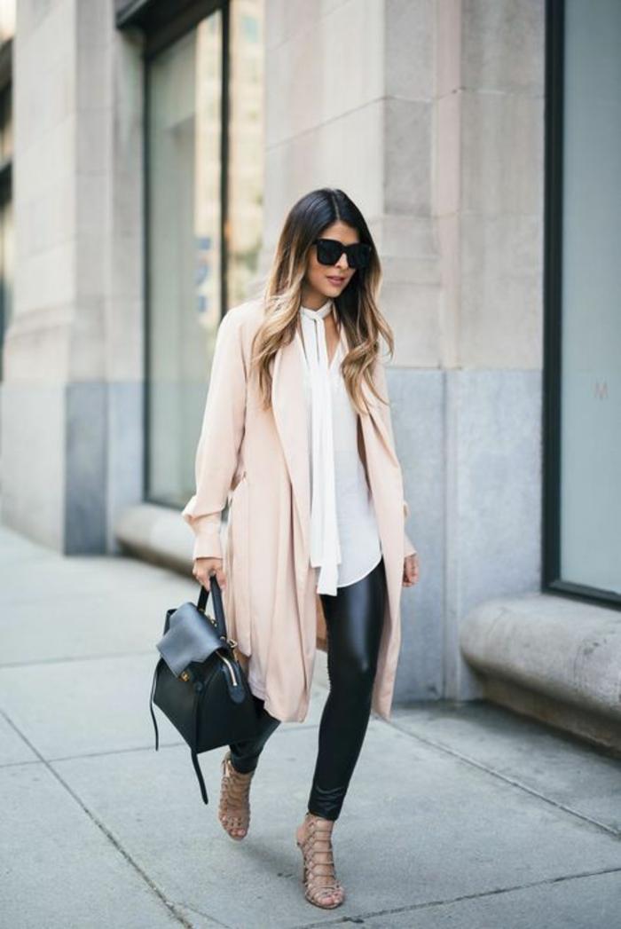 legging-en-cuir--chemise-blanche-escarpins-ouverts-camel