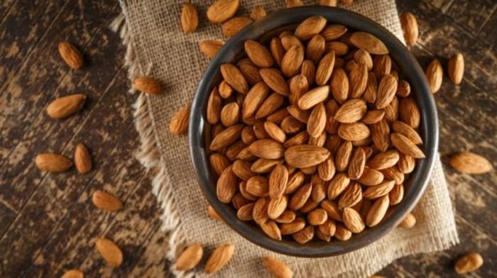 des amandes, noix, exemple d aliment riche en fer, idée comment compenser la carence en fer, régime alimentaire riche en fer